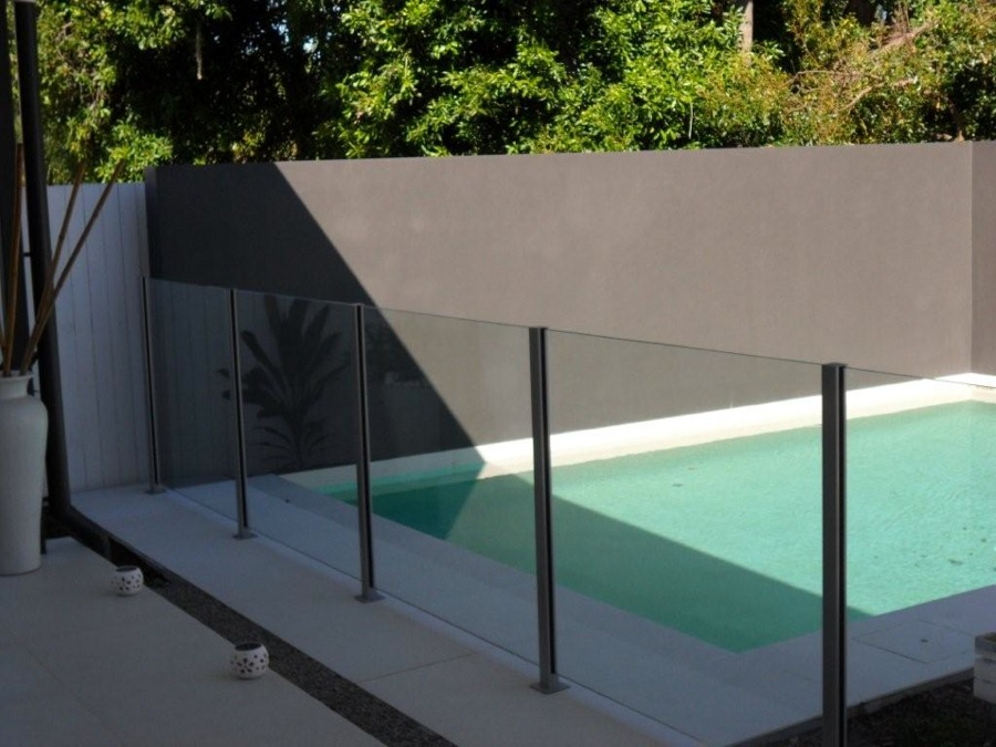 Glass gate west hollywood modern design aluminum gates for Glass pool gate